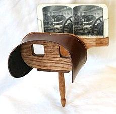 230px-Holmes_stereoscope